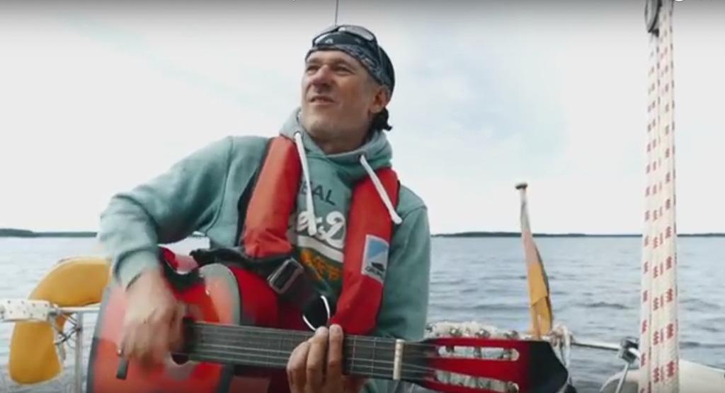 Claus mit Gitarre